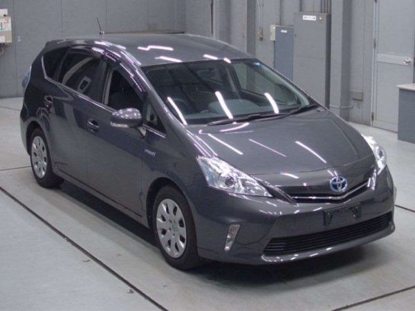 Toyota Prius Alpha S L Selection Package 2014