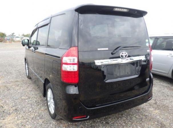 Toyota Noah X 2013