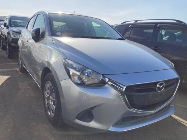 Mazda Demio Sky active 2017