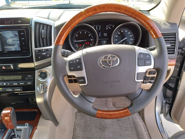 Toyota LAND CRUISER AX 2014